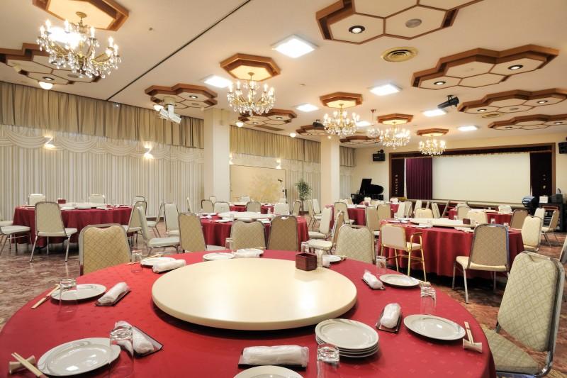 富士屋会館の鳳凰の間は150名収容可能です
